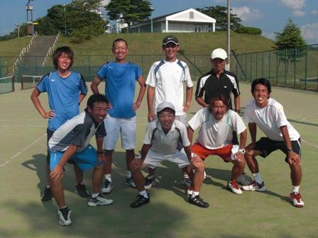 10テニスキャンプスタッフ写真2