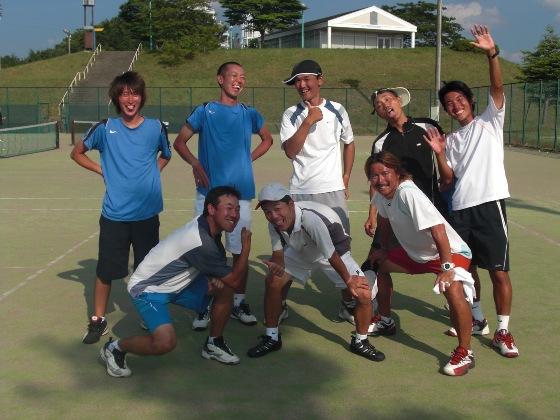 10テニスキャンプスタッフ写真