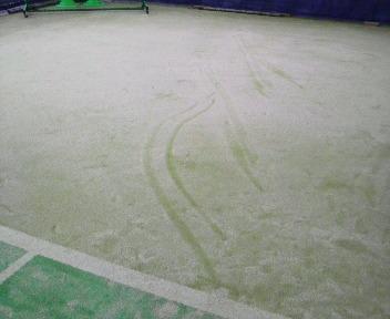 滑った後の痕跡